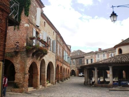 Village arcade et halle Dordogne Pimprelys