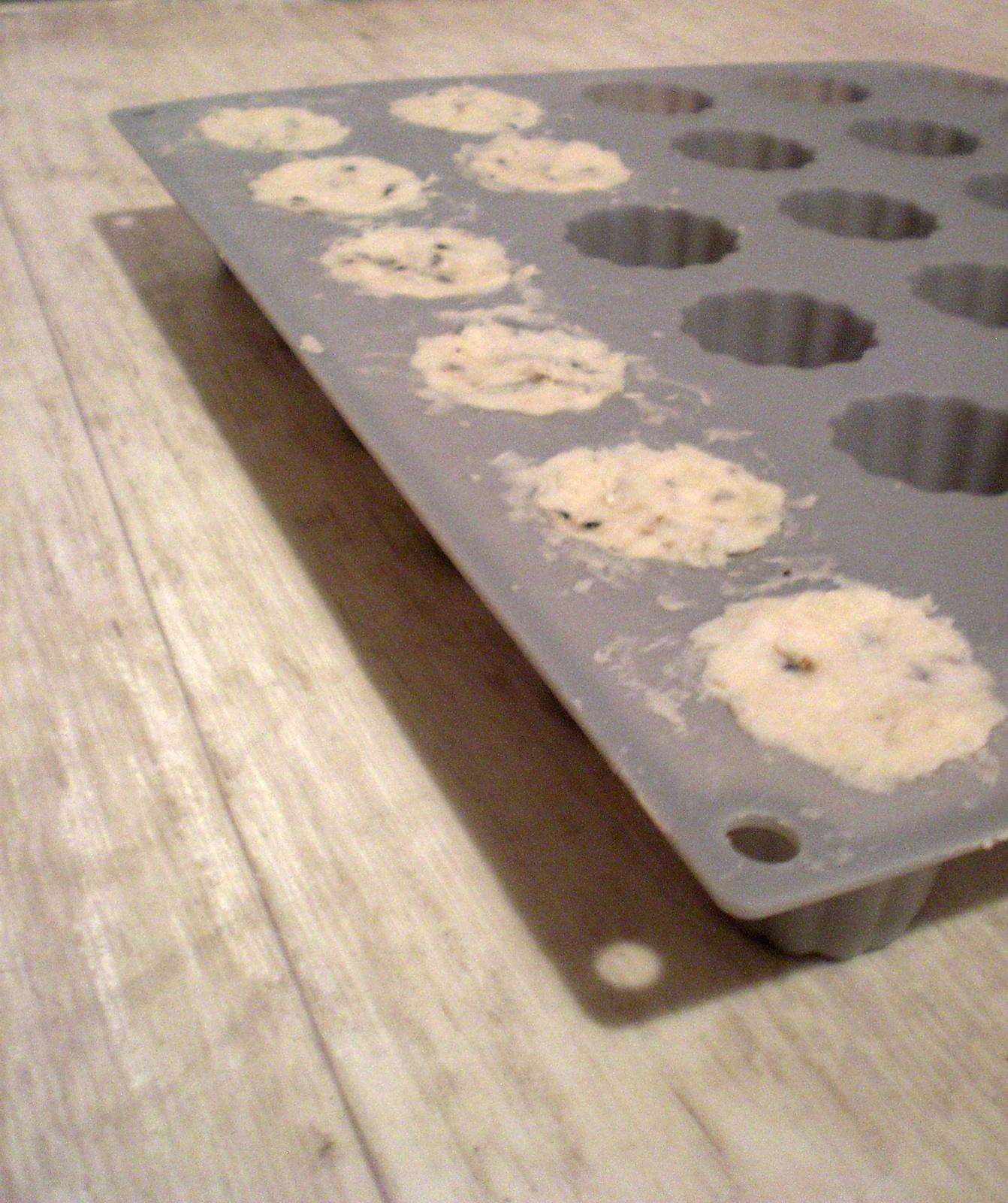 Fondue de savons en forme de cannelés