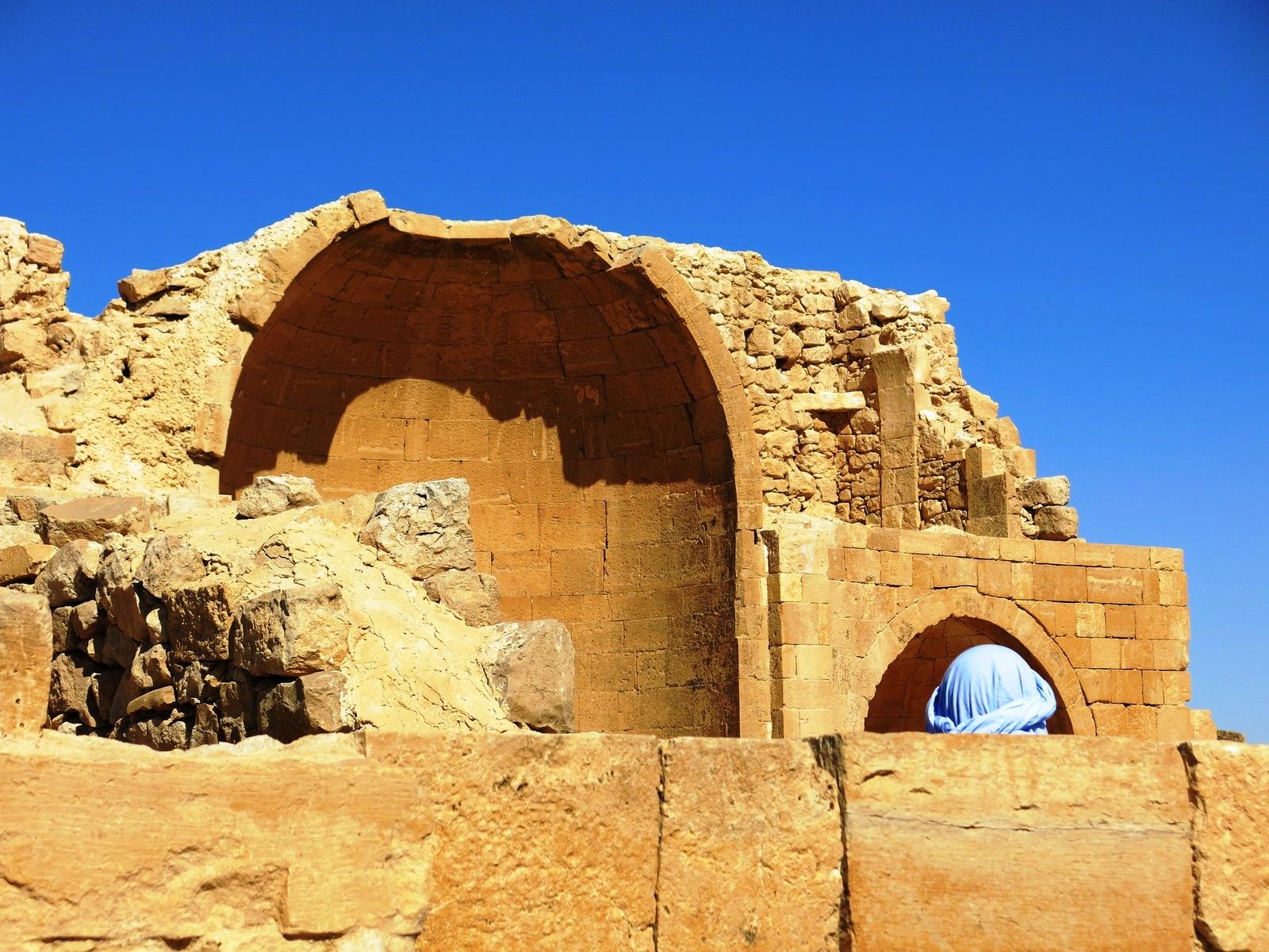 Terre sainte Israël Les gens Une tête dans une ruine