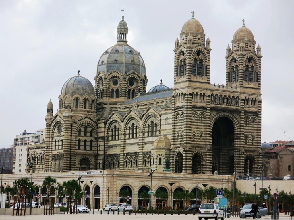 La cathédrale de Marseille, excentrée mais si belle