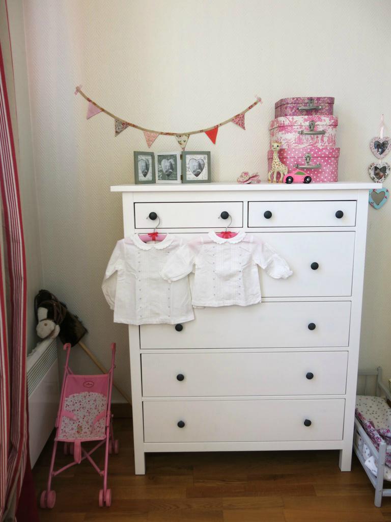 guirlande de fanions en tissu rose pour chambre de fille