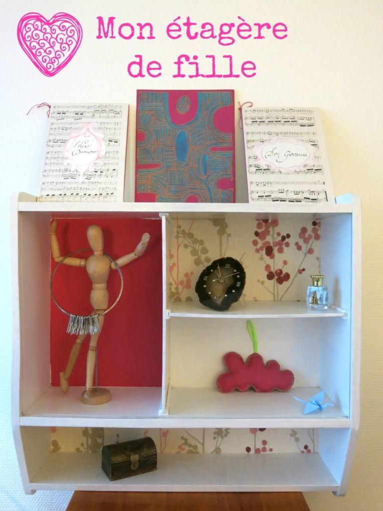 Mon étagère customisée avec du papier peint