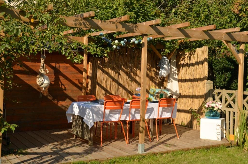 La loggia - coin repas dans le jardin