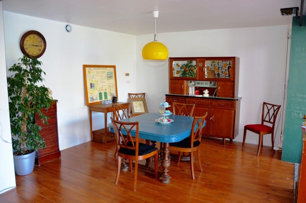 Le coin salle à manger et ses meubles chinés