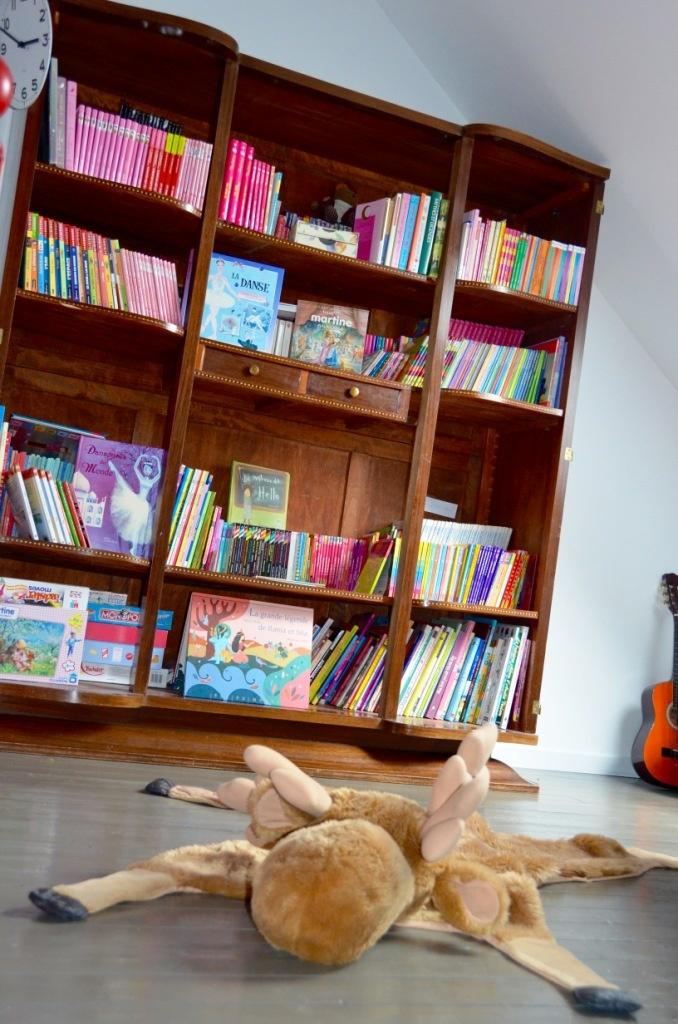 L'armoire transformée en bibliothèque