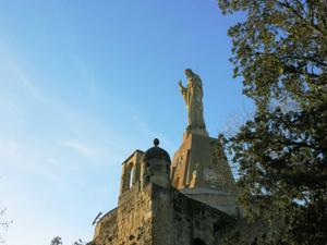 Vierge en haut de la colline