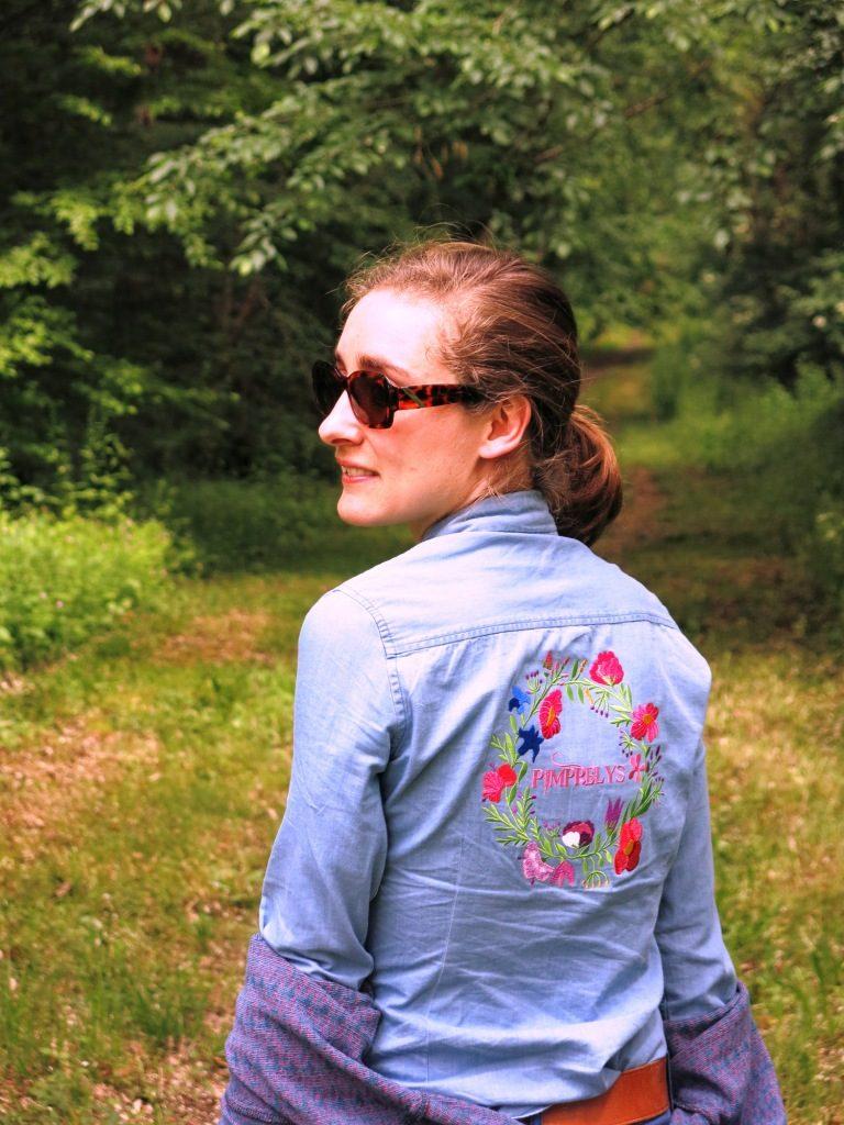 Look Pimprelys chemise en jean brodée de fleur Tunetoo