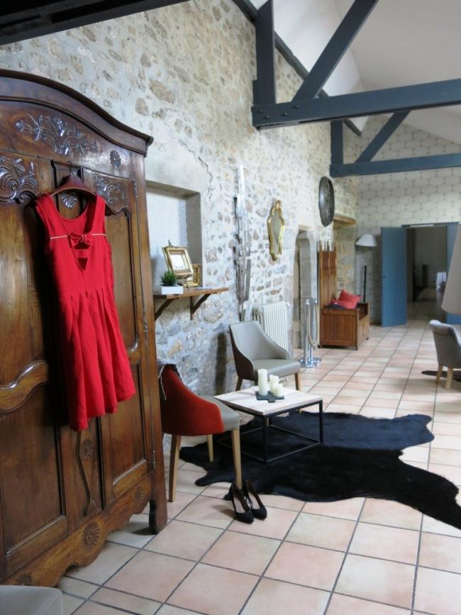 Salon contemporain et robe de mariage