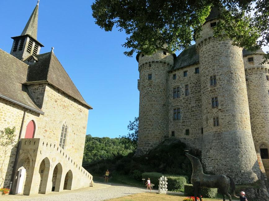 Château et chapelle de val Cantal