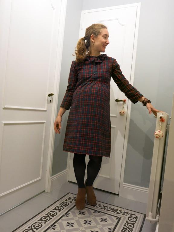 Robe de grossesse à carreaux