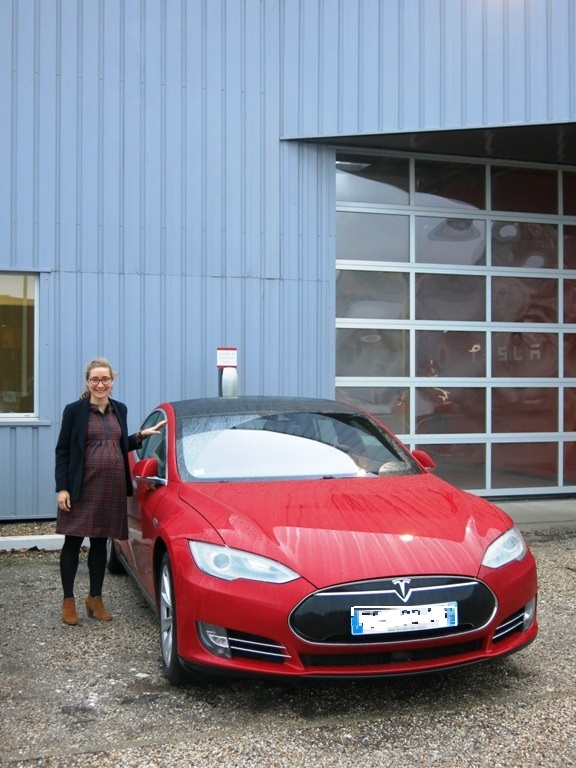 Tesla rouge