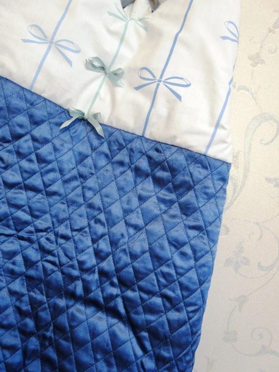 tissu bleu à noeuds gigoteuse