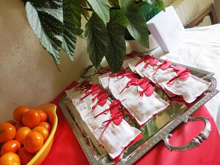 sachets de dragées rouge et blanc
