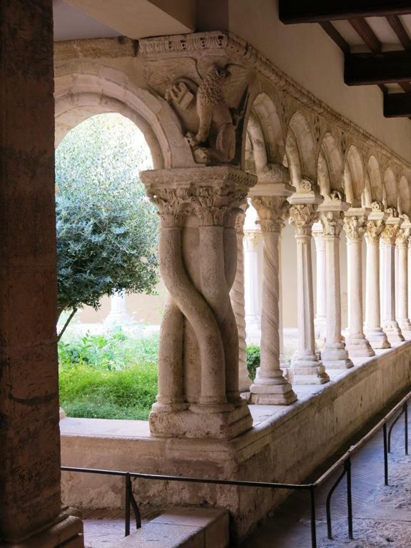 pilier-sculpte-cathedrale-aix