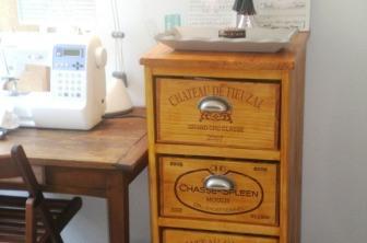 Semainier en caisse de vin