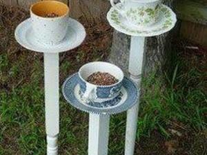 Mangeoires à oiseaux avec tasses à thé